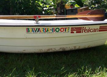 Angelboot – kleinboot Bavaria Boote PELICAN mit Ruder Mit NEUE Elektromotor Maße: L – 242 cm. B – 130cm. Gebraucht Siehe Bilder SELBSTABHOLEN Mit NEUE Elektromotor Miganeo Aussenborder Elektromotor 62 lbs -2006kg Schubkraft 696 Watt mit Batterie LED -12 Volt 28,2kp salzwassertauglich Führerscheinfrei Betrieb auch in Naturschutzgebieten möglich Salzwassertauglich einfache Handhabung mit handelsüblicher – 12 Volt (60-80 AH – nicht im Lieferumfang enthalten) Autobatterie betreibbar
