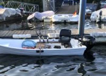 Angelboot mit Trailer und 15 PS Mercury Model 2018