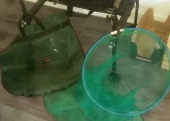 Neuer stuhl mit Rutenhalter und großen setztkescher